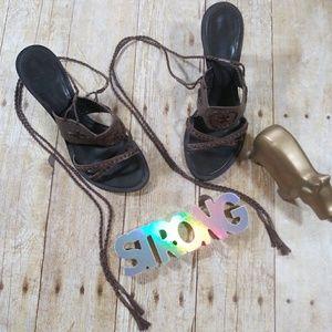 🎀Nine West Brown Tie-up Heels size 5.5